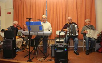 GALLERY| Plenty of 'ceoil agus craic' at the Old Schoolhouse in Clondra