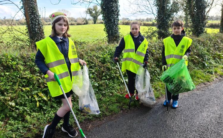 PICTURES | Tashinny pupils clean up the village for National Spring Clean