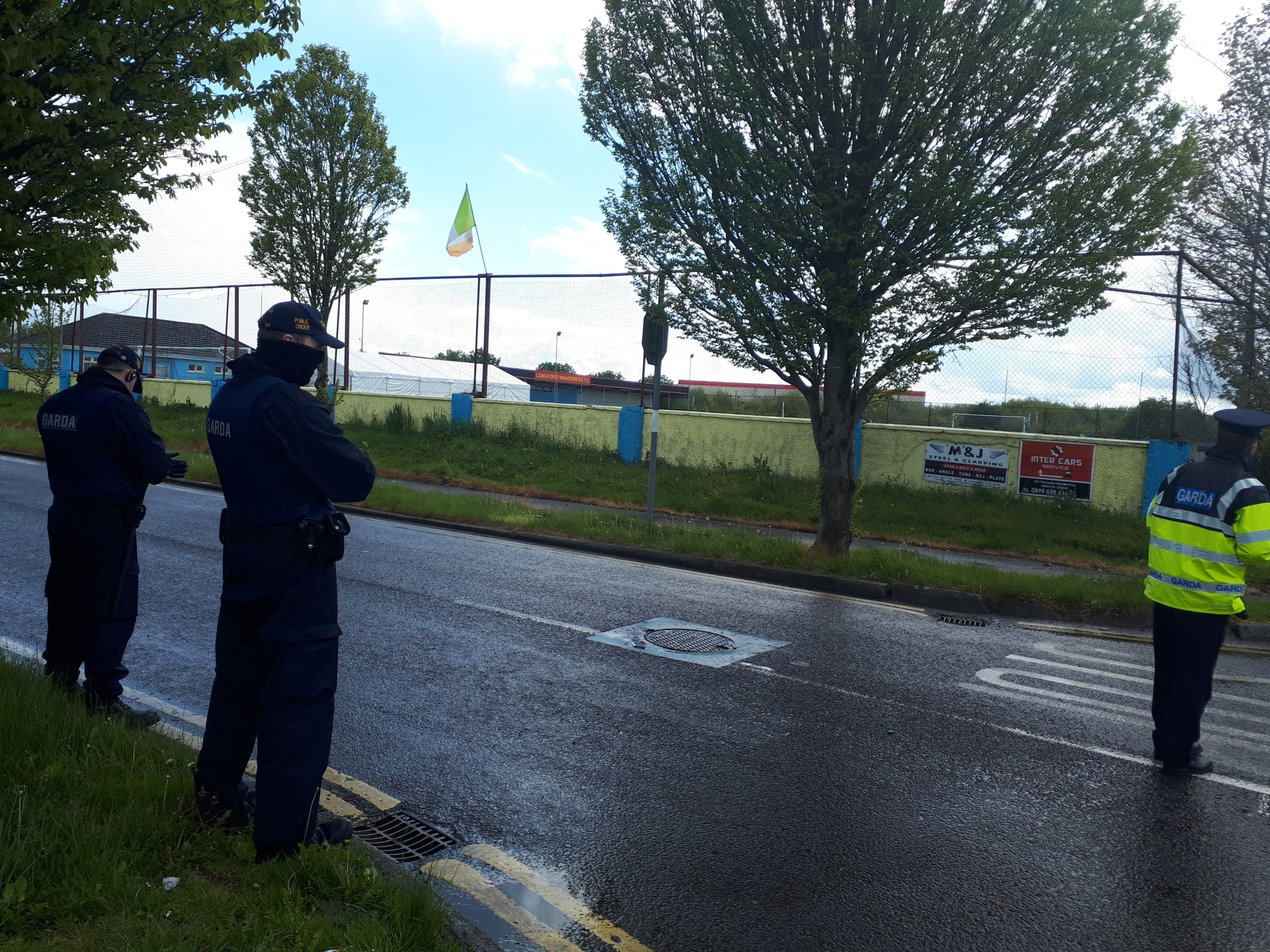 Armed gardaí at the scene of last week's traveller wedding after party